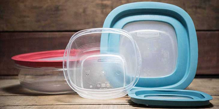 Rubbermaid meal prep containers with blue and red lids placed on a wooden surface