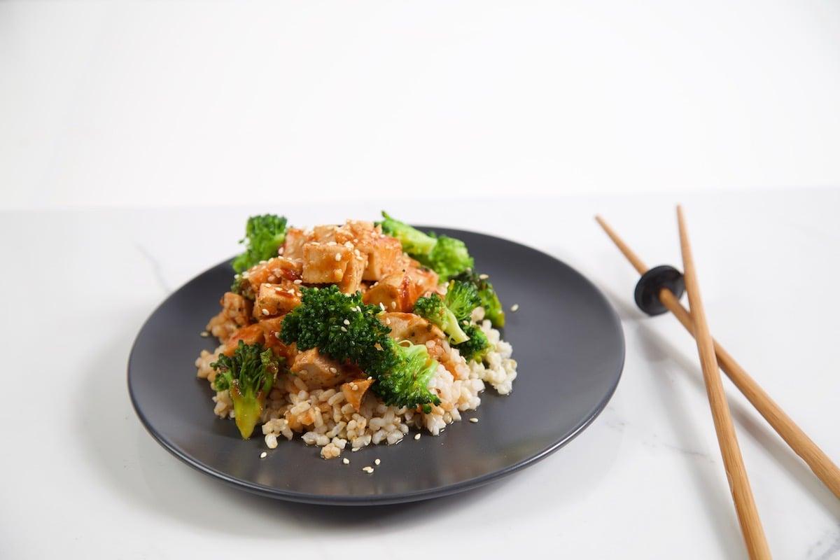 Sriracha-Honey-Sesame-Chicken-Trifecta