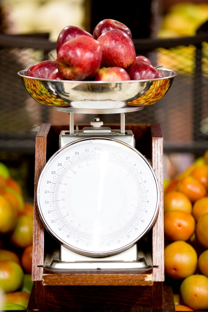 weigh food scale counting calories for weight loss
