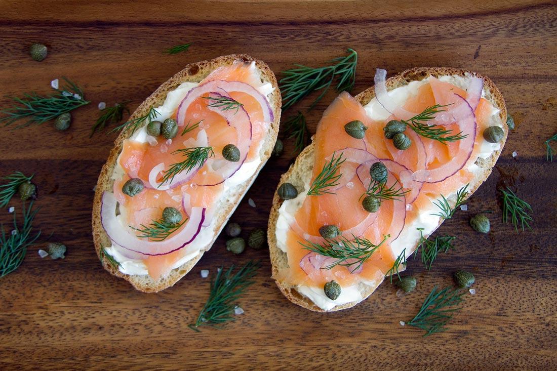 high-protein-breakfast-salmon-toast