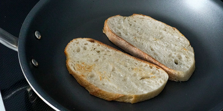 toasting sandwich bread in non stick skillet