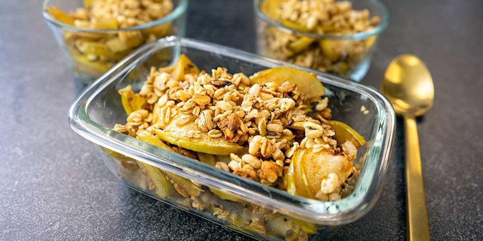apple crisp recipe in meal prep containers