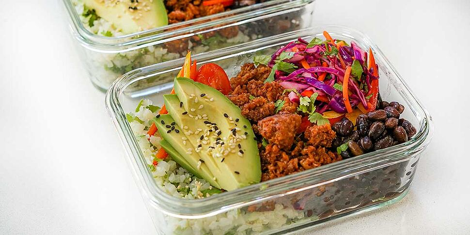 vegan-burrito-bowl-in-meal-prep-containers-003