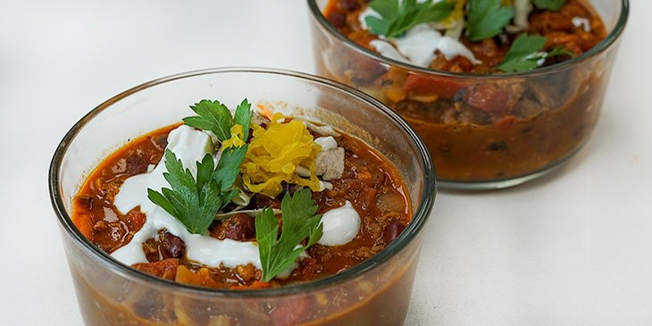 vegetarian chili recipe in meal prep container