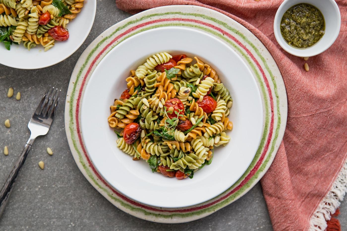 Vegan-garlic-rice-pasta-and-cherry-tomatoes-min