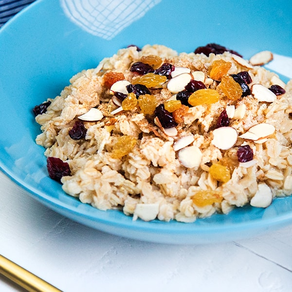 cranberry_and_almond_cinnamon_oatmeal-min