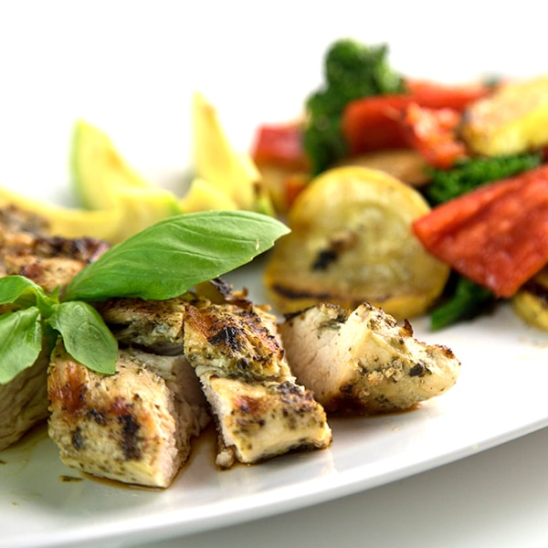 paleo-fiesta-veggies-and-chicken-breast1-min