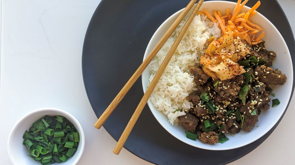 easy-korean-beef-bowl-with-kimchi-recipe-meal-prep