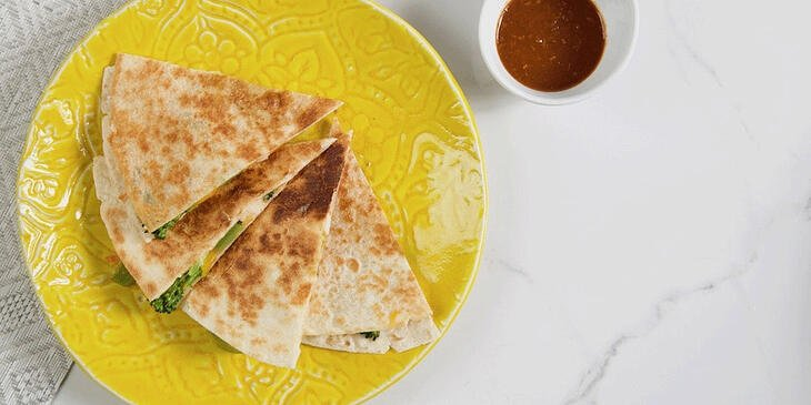 healthy-chicken-quesadilla-recipe-Trifecta-meal-prep