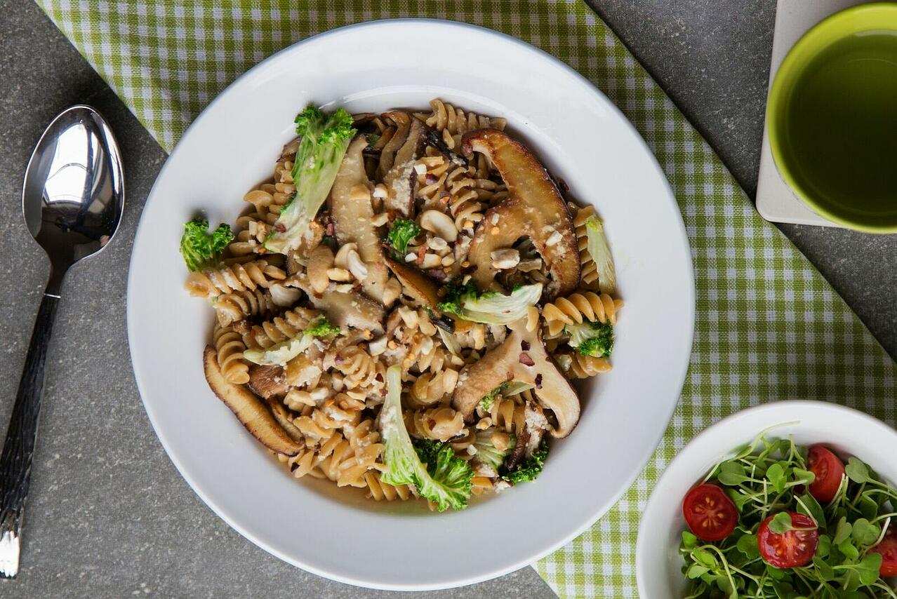 kale-mushroom-garlic-pasta-vegetarian-meal-delivery_preview