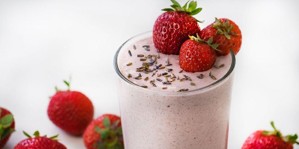 keto lavender strawberry smoothie for keto meal prep