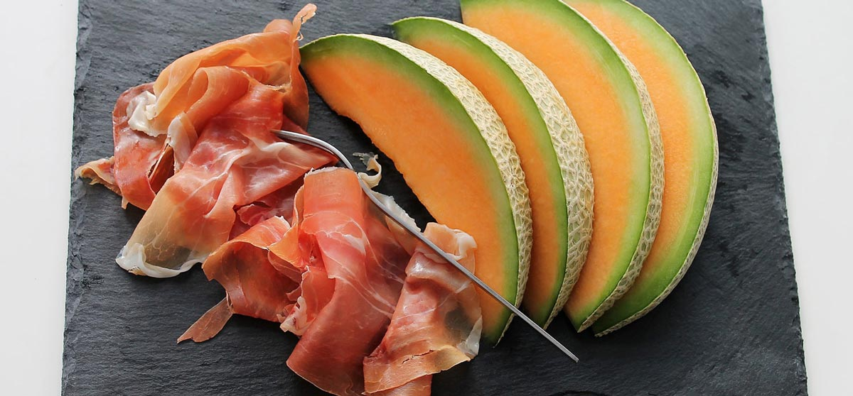 paleo snacks proscuitto and melon