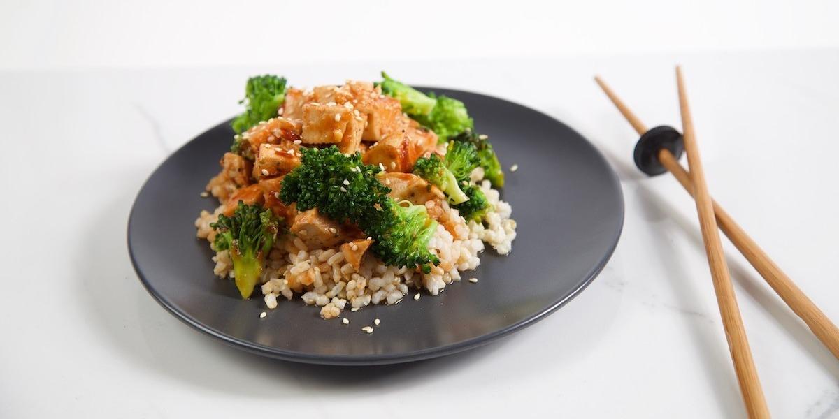 Sriracha-Honey-Sesame-Chicken-Trifecta-1-1