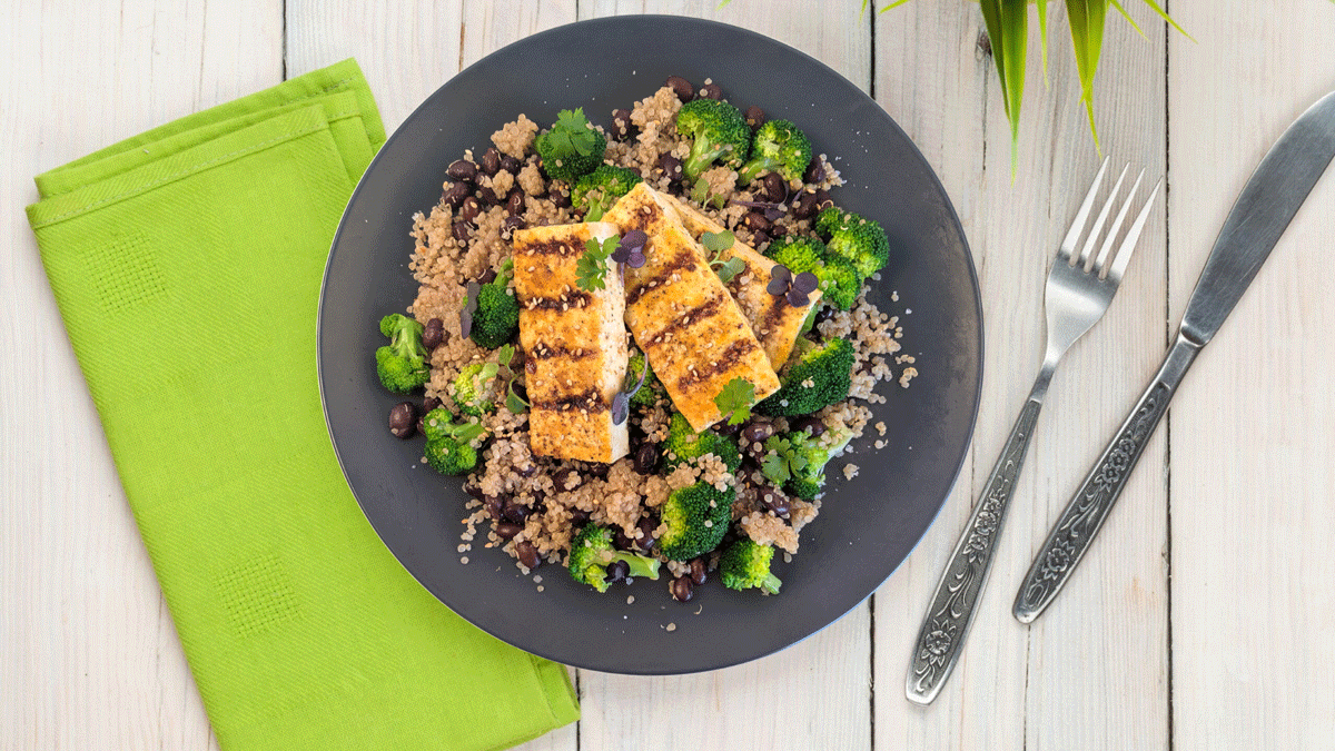 high-protein-vegan-recipe-grilled-tofu-rice-meal-prep