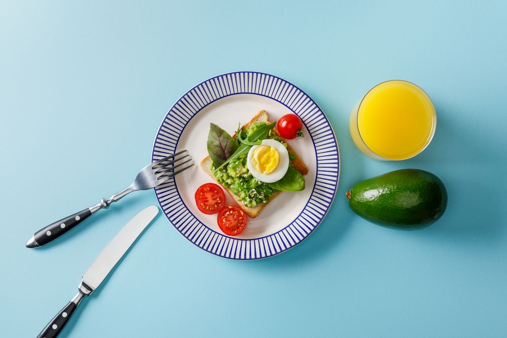 is-starvation-mode-real-weight-loss-low-calorie-diets-healthy-food-plate