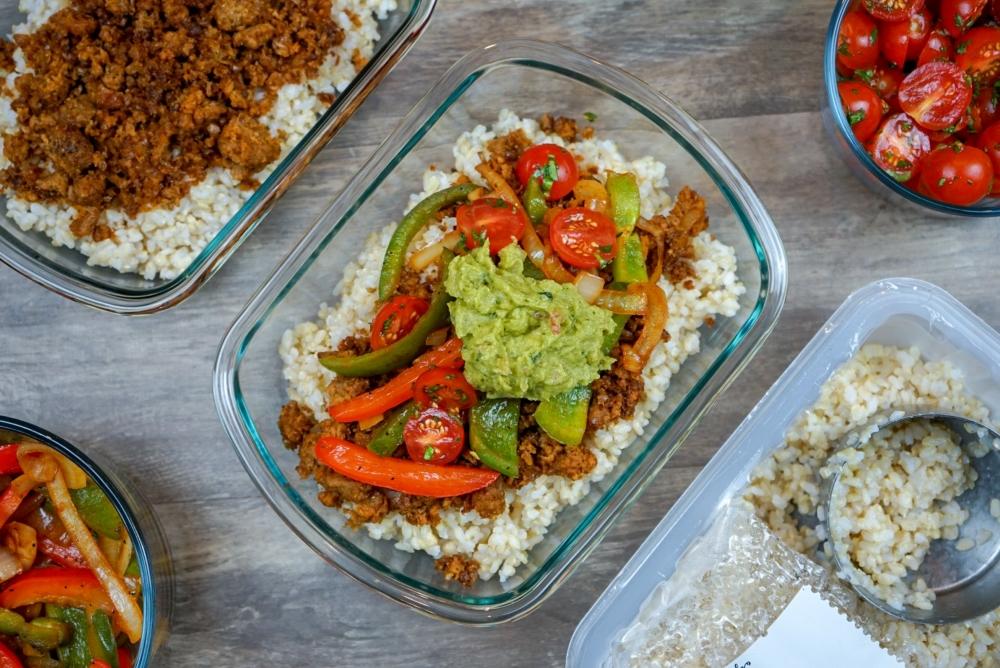 vegan-burrito-bowl-meal-prep-recipes-beyond-meat-burger (3)-1